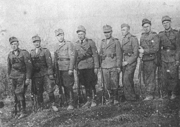 Один из взводов 13-го белорусского полицейского батальона СД